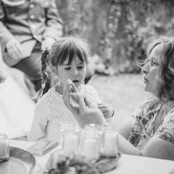 Mutter-mit-Blumenmädchen
