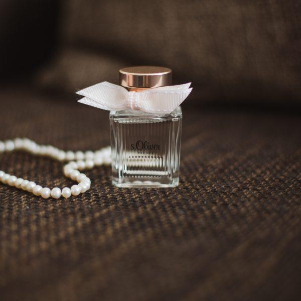Perlenkette-mit-Parfum