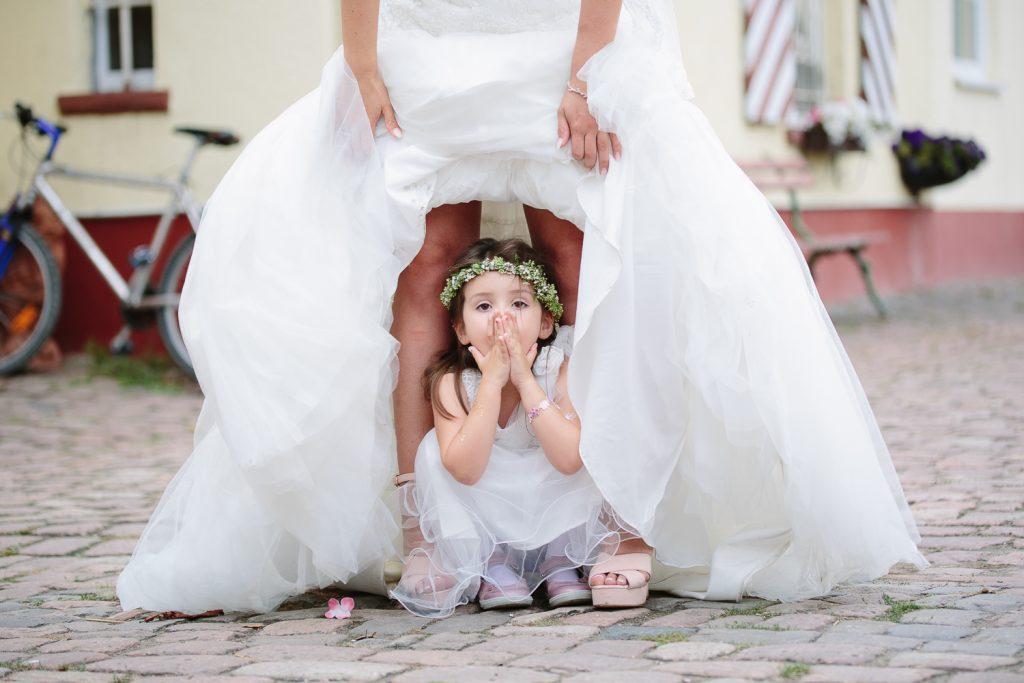 Blumenmädchen-im-Brautkleid