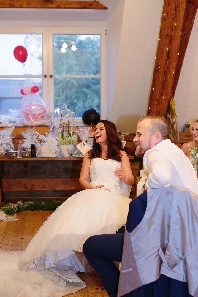Braut-lacht