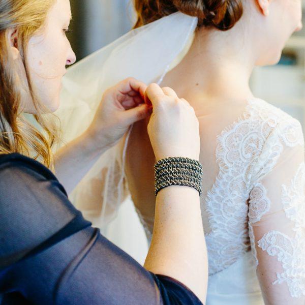 Brautkleid-anziehen