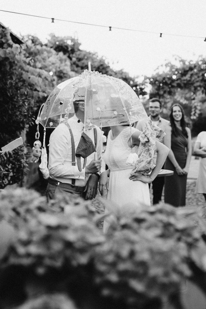 Kuss-unter-Schirm