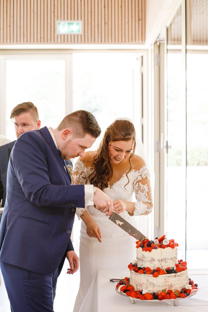 Anschneiden-Hochzeitstorte