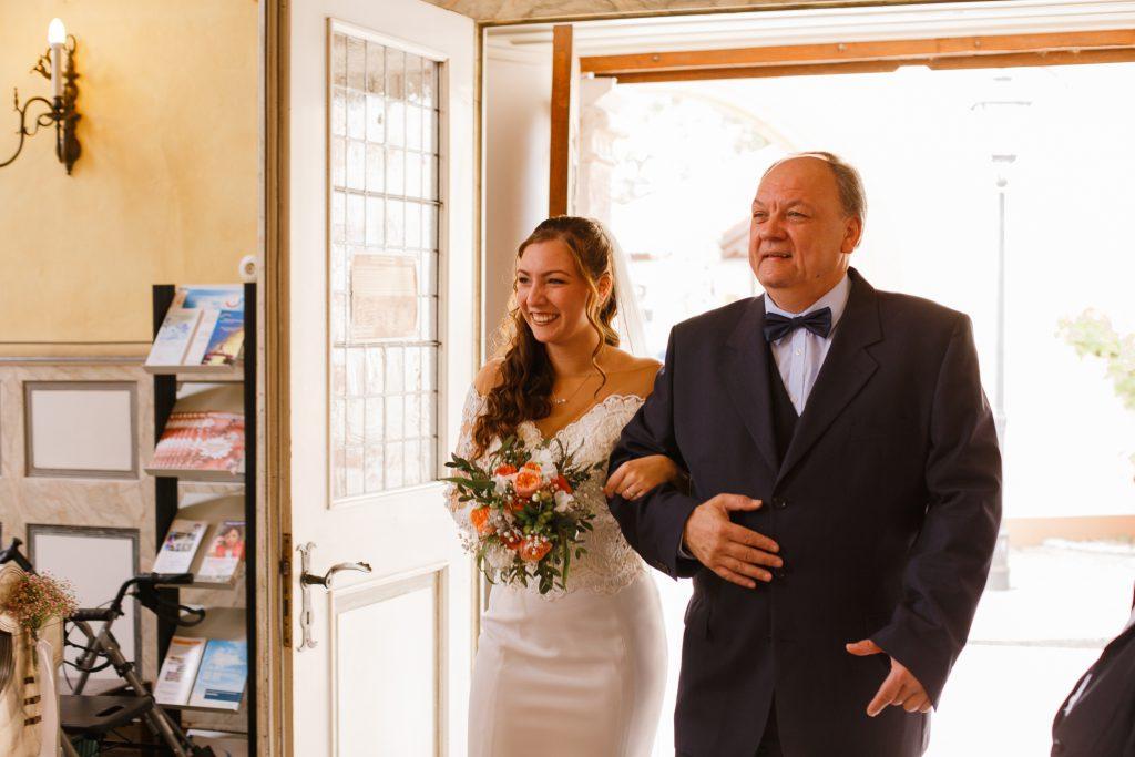 Brauteinzug-mit-Vater