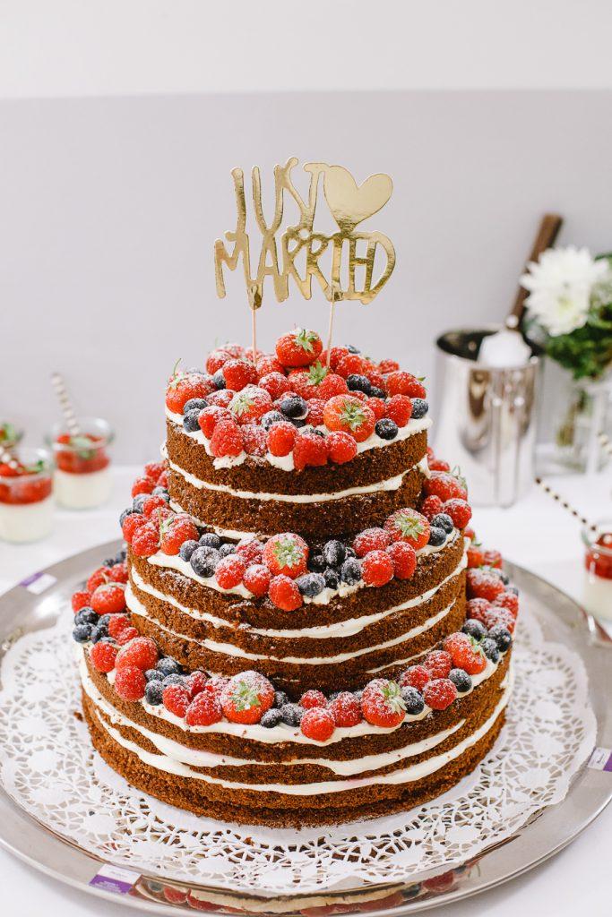 Früchte-Naked-Cake